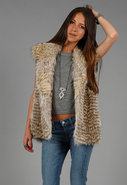 Coyote Fur Vest in Natural