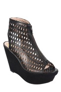 Fionna Wedge in Black